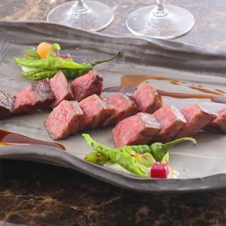 ランチは11時半より、炭焼きステーキを3,500円~ご提供
