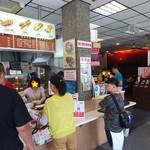 陳家蚵捲 - 入口のレジで注文。ご飯などの早いものはその場で受け取り、時間のかかるものは番号を聞き、電光表示に番号が出るのを待ちます。