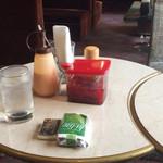 凱旋門 - テーブル