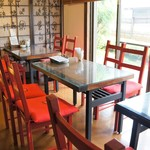 眉月 - こちらは、奥のテーブル席のコーナーです