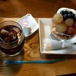 だいまるしょうゆ カフェ - ぶどうとベリーのケーキセット(1080円)
