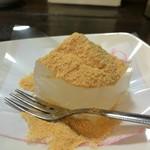 眉月 - デザートは、自家製のもっちりわらび餅です