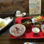 眉月 - 八寸の後、メイン料理達のトレーと揚げたて天ぷらが出てきました