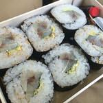 shuzenjiekibemmaizushi - 武士の鯵巻き寿司 1,100円。鮮度が良い鯵を浅く締め、巻き寿司に仕上げた一品。静岡の鯵の上質さが際立っています(^_^)