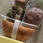 まるやま千栄堂 - 栗ようかん(左上)、散歩みち(左下)、ぶどう大福(右上)、十五穀米?(右下)、うさぎの月、芋ようかん(一番下)