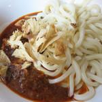 キンギョ - インディアキーマ 激辛 650円。                             キーマのお肉は牛肉と豚肉ですが、トッピングでチキン3倍100円と半熟玉子も追加しました。