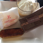 アラモード - シュークリーム、生プリン、チーズグラタン、ショコラケーキ。