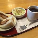 にゅうとん - ブレンドコーヒー380円とかつサンドのモーニング