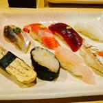 寿司栄 - 鯵、トロ、漬けまぐろ、イカ       玉子、白えび軍艦、?、太刀魚?
