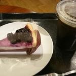 スターバックスコーヒー - ブルーベリーレアチーズパイとアイストールコーヒー