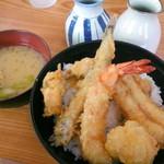 こだわり亭 - 料理写真:【期間限定】海盛り丼¥950。海老・ししゃも・穴子・帆立・鯵と豪華な内容です!お味噌汁は茄子とわかめでした。
