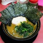 王道家 - ラーメン650円麺硬め。海苔増し80円。