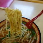 しせん家 - 麺は会津でもかなり希少な平縮れ熟成麺。芯を少し残して茹で上げる職人技です♪夢中で頂戴した次第です(^^)