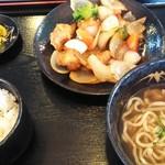 歓会門 - 酢豚定食(木灰そば付) ¥550(税込)