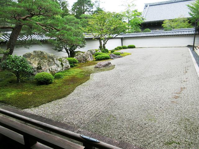 南禅寺 - 小堀遠州作と伝わる名勝「虎の子渡し」