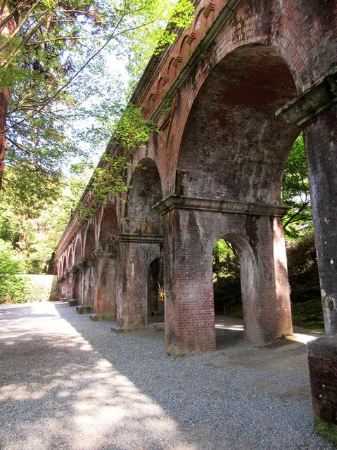 南禅寺 - 水路閣。明治に建築され百十余年の今も現役