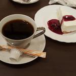 川崎壹番館 - ブルーマウンテンとチーズケーキ(モンブランが品切れだったのが惜しい!)