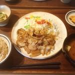 味噌めしや まるたま - 紅豚しょうが焼き定食