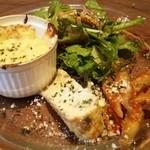 56593612 - サラダと前菜(ゴボウのトマトソース、スペイン風オムレツ、ポテトのグラタン)を一皿にして頂きました。