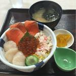 恵比寿屋食堂 - 丼、味噌汁、お新香付き