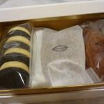 牟尼庵 - クッキーとおかき(真ん中)とマドレーヌ