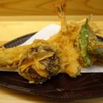 てんぷら石原 - よくばり天丼をてんぷらご飯にしていただきました・右手前が、しらすの天ぷら