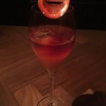 56605928 - オレンジとロゼワインのワインクーラー