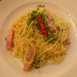 パスタフローラ  - 水菜とベーコンのペペロンチーノ
