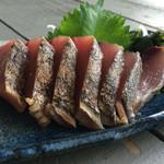 カフェバー ニナ - 毎日新鮮な釣りたての魚をお刺身で