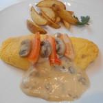 56609658 - ずわい蟹とマッシュルームのオムレツ