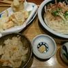 恵比寿山半 - 料理写真:かしわ天ぶっかけうどん・炊き込みご飯付き