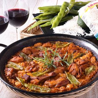 おこげまで美味♪旨みたっぷりスープで炊き上げる熱々のパエリア