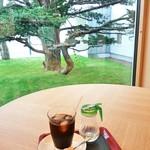 緑のカフェ - アイスコーヒー 100円