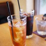 プリムローズ - アイスコーヒーとアイスティー