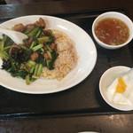 56620981 - 牛バラチャーハンと杏仁豆腐