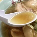 岳乃屋 - やや色濃いスープ