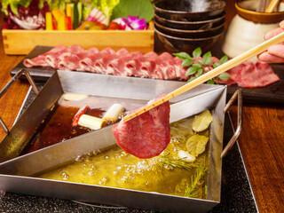 あくとり代官 鍋之進 - 牛タンと十五種野菜の二色オイルしゃぶしゃぶ
