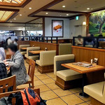 NARITA洋膳屋ROYAL - テーブル席(2016年9月)