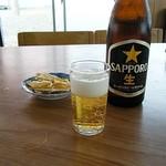 ノシャップ食堂 - ビールとお通し。冷え冷えでウマいのナンの!