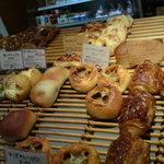 5663231 - 店内のパンたち