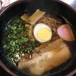吹田軒 - 立ち食いそばのお出汁に限りなく近いスープの醤油ラーメン