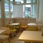 ベジフルカレー 福島駅前店 - 2席テーブル