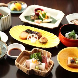 【2階】素材の味を引き立て、西条酒の旨味を味わう日本料理