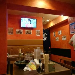 品川甚作本店 - テレビもあるユッタリ席。