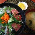 海鮮丸 - 海鮮丼:750円