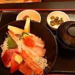 56646553 - 海鮮丼の全貌