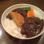 カレー工房キュイエール - ハーフ&ハーフ(角煮カレー+牛すじカレー)+コロッケ