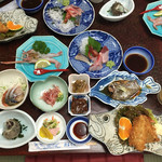 民芸茶房 - 夕飯は おまかせコース@3240円 お魚のお皿にお魚(≧ω≦。)笑