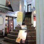 カヴァヌーラ - この階段を2Fに上がります