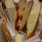 街の洋食屋 AKIRA - パン